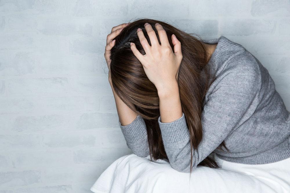 子育てによる不安から、精神的に参りそうになっている女性