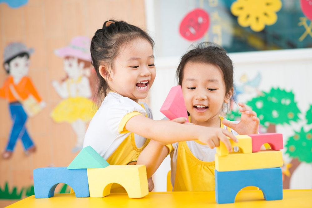 インクルーシブ保育を実施している保育園で一緒に遊ぶ子どもたち