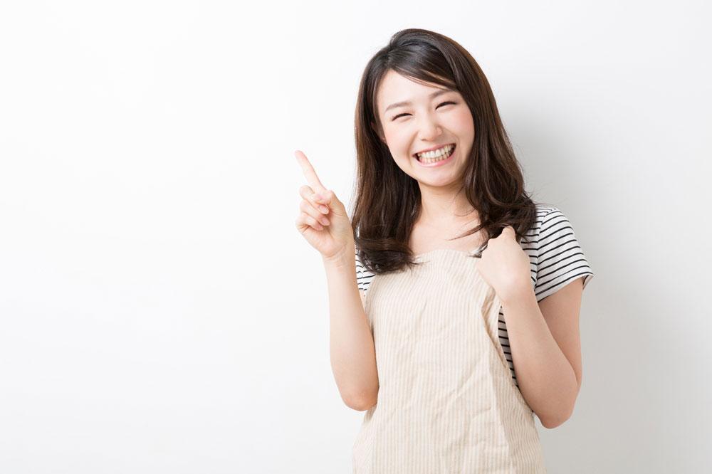 レクリエーション・インストラクターの資格を取る方法について紹介する女性