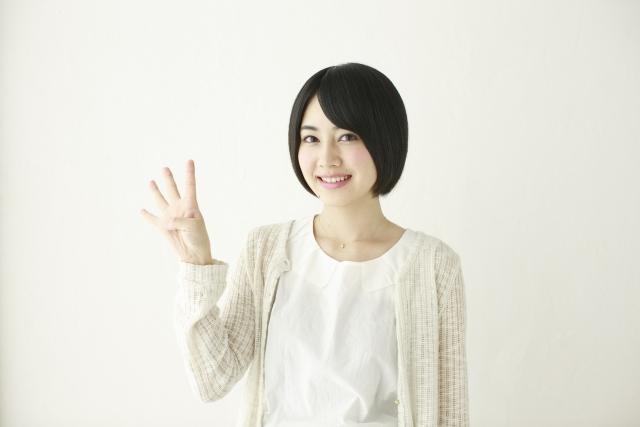 勤務地が近い職場の求人を見つける4つのコツを紹介している女性